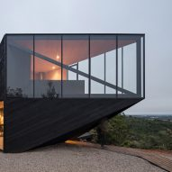 Angular cabin by 2DM Arquitectos
