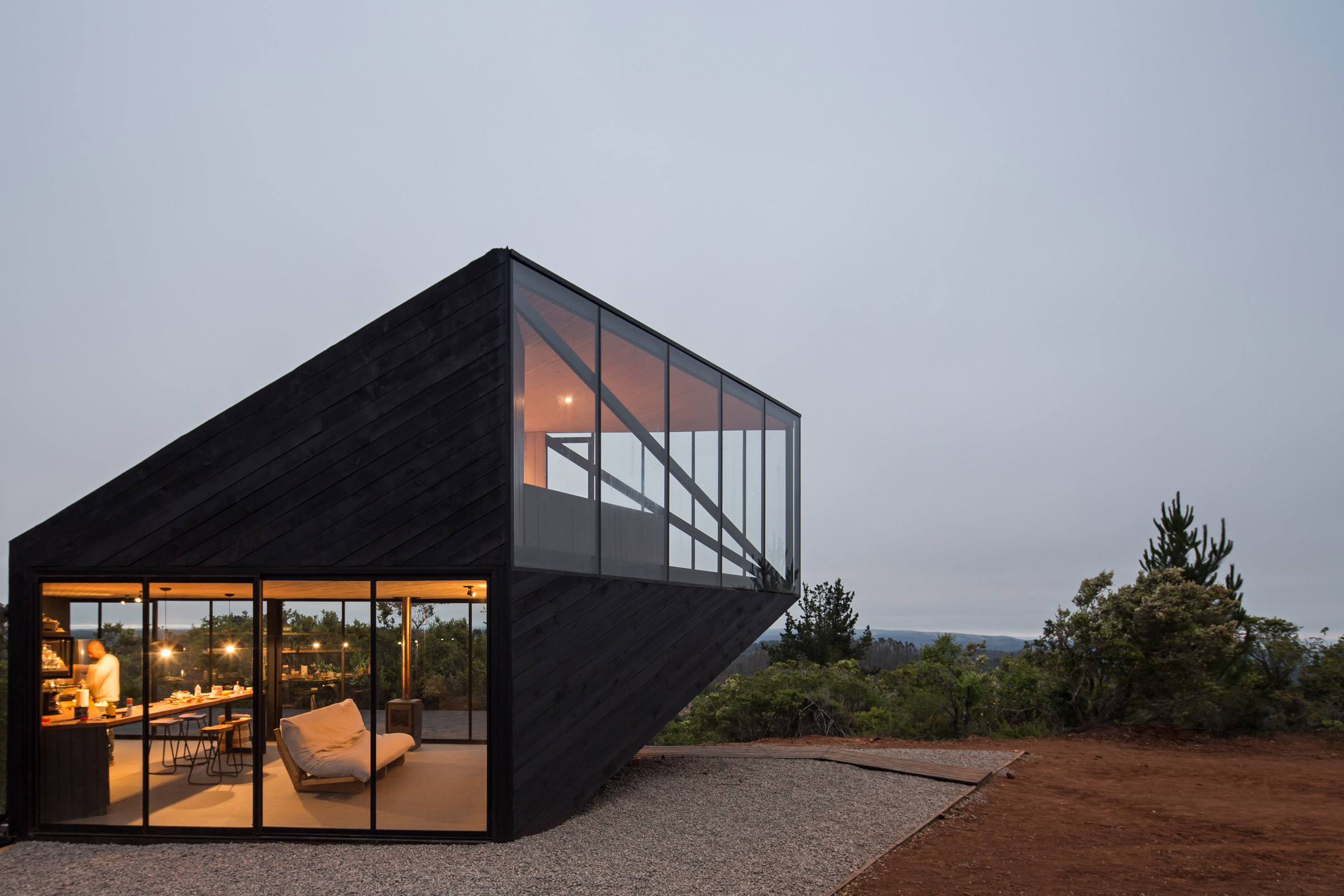 Angular cabin in Chile by 2DM Arquitectos