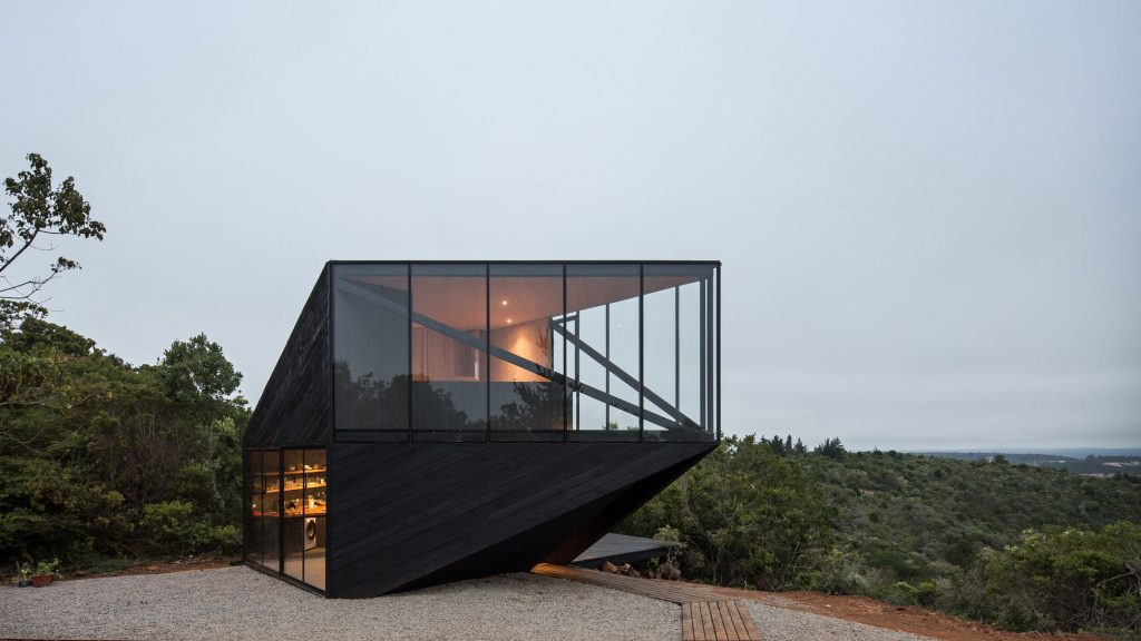 2DM Arquitectos creates angular holiday cabin on Chilean coast