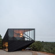 2DM Arquitectos creates angular holiday cabin on Chilean coast