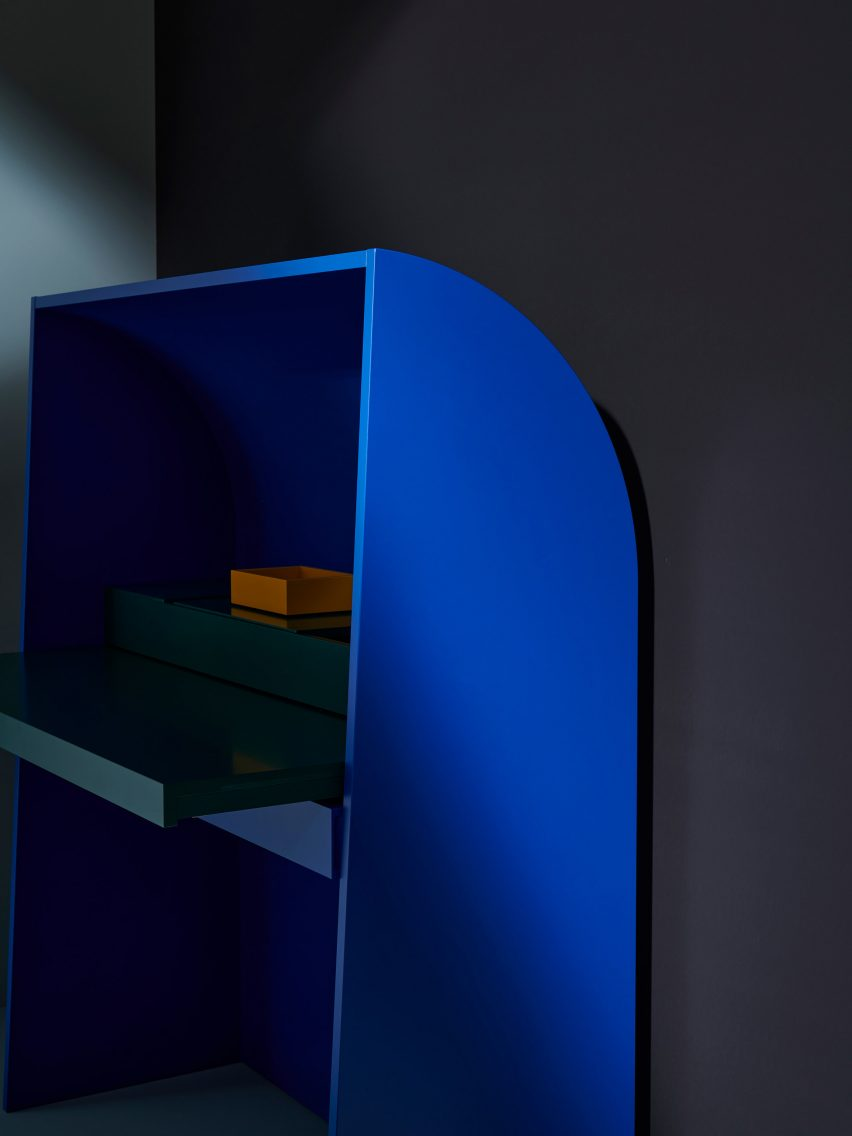 Akira bureau by Mathias Hahn for Schonbuch