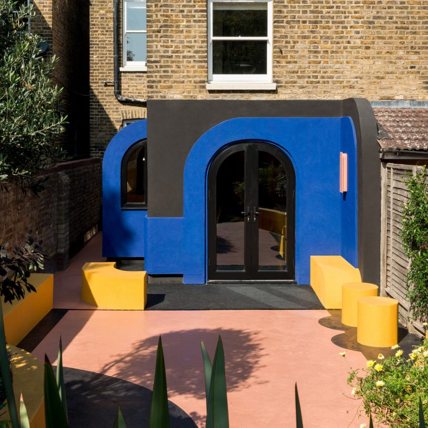 Alexander Owen Architecture adds bold colour and curves to London home