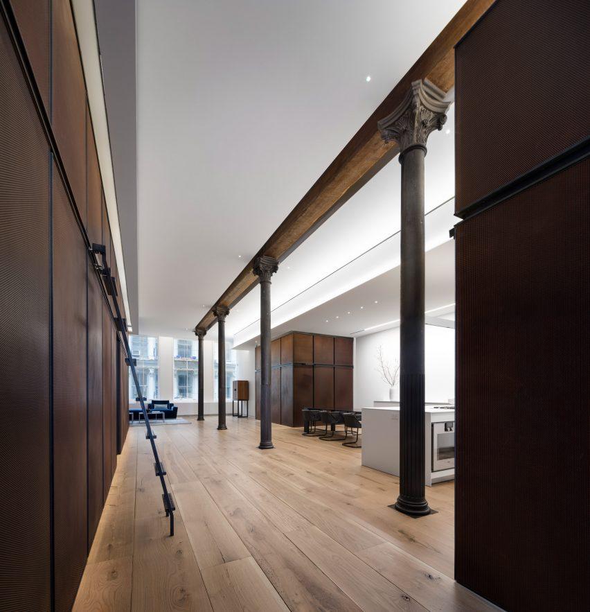 BC—OA hides utilitarian spaces within renovated Soho loft