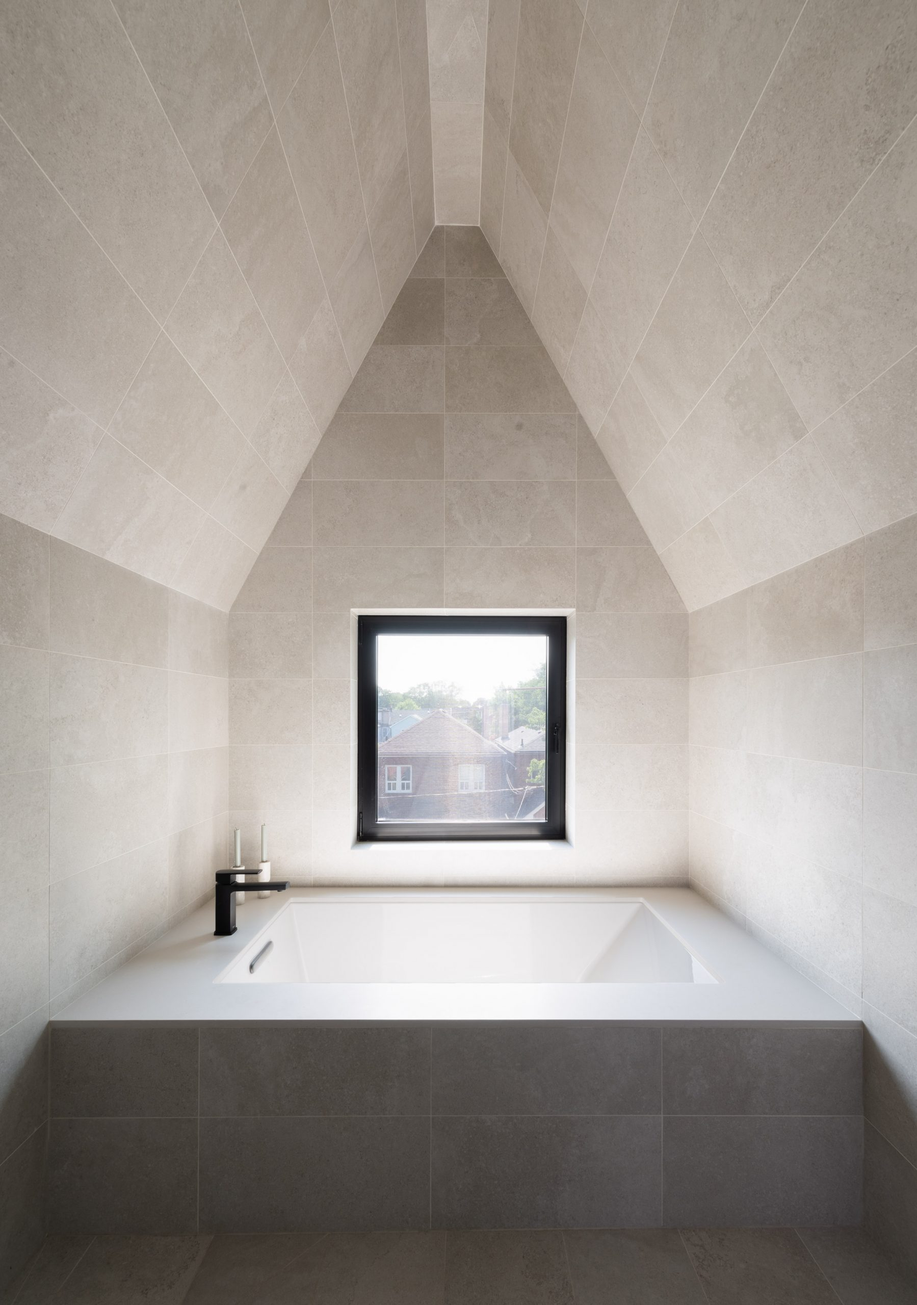 Spa-like bathroom in Borden House by Studio AC