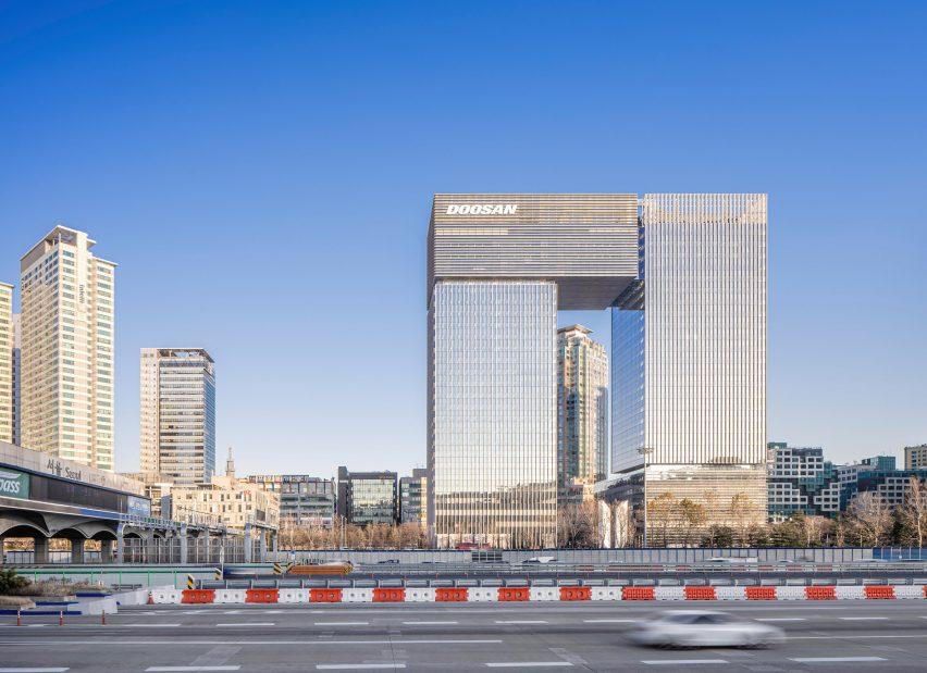 Bundang Doosan Tower by Kohn Pedersen Fox in Seoul