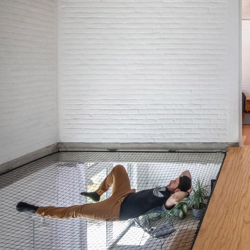"""Fábrica de Espacios strings """"big hammock"""" between two floors of Casa Bosque Sereno"""
