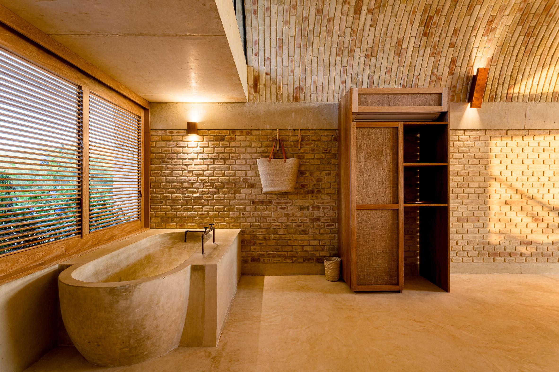 Minimal tones in Casona Sforza's bathrooms