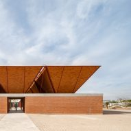 "Trapezoidal ""umbrellas"" form roof of Matamoros Market by Colectivo C733"