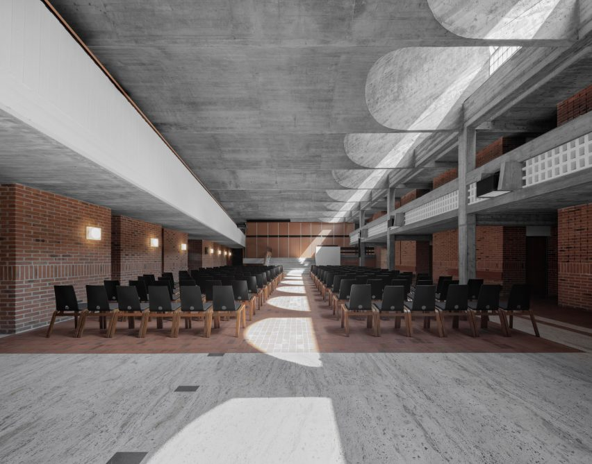 Main hall at Cusanus Academy renovation by MoDus Architects