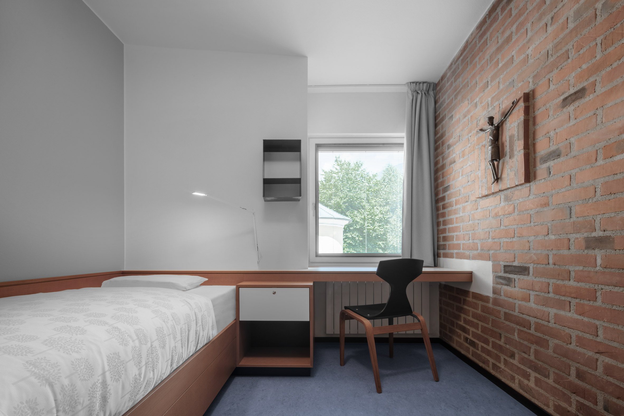 Bedroom in Cusanus Academy renovation by MoDus Architects
