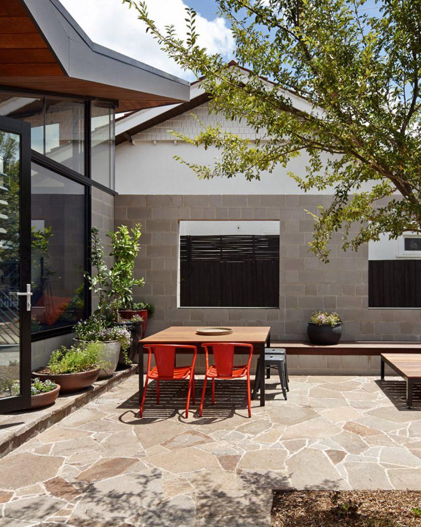 Fairfield Hacienda in Melbourne, Australia, by MRTN Architects