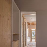 It has a series of corridors