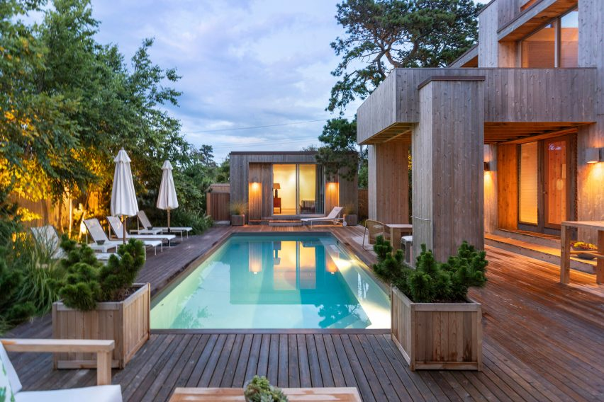 New swimming pool added to 1960s house on Fire Island