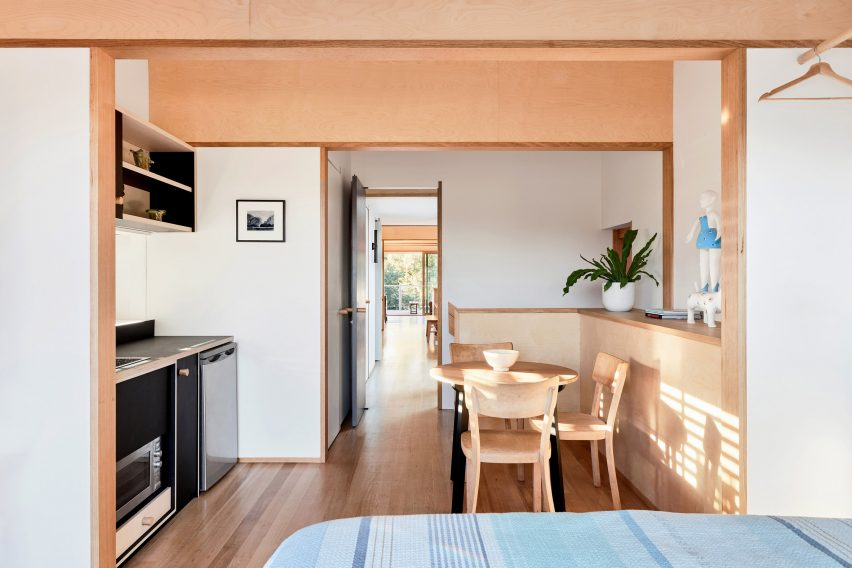 Self-contained flat in Fleming Park House by Cloud Architecture Studio