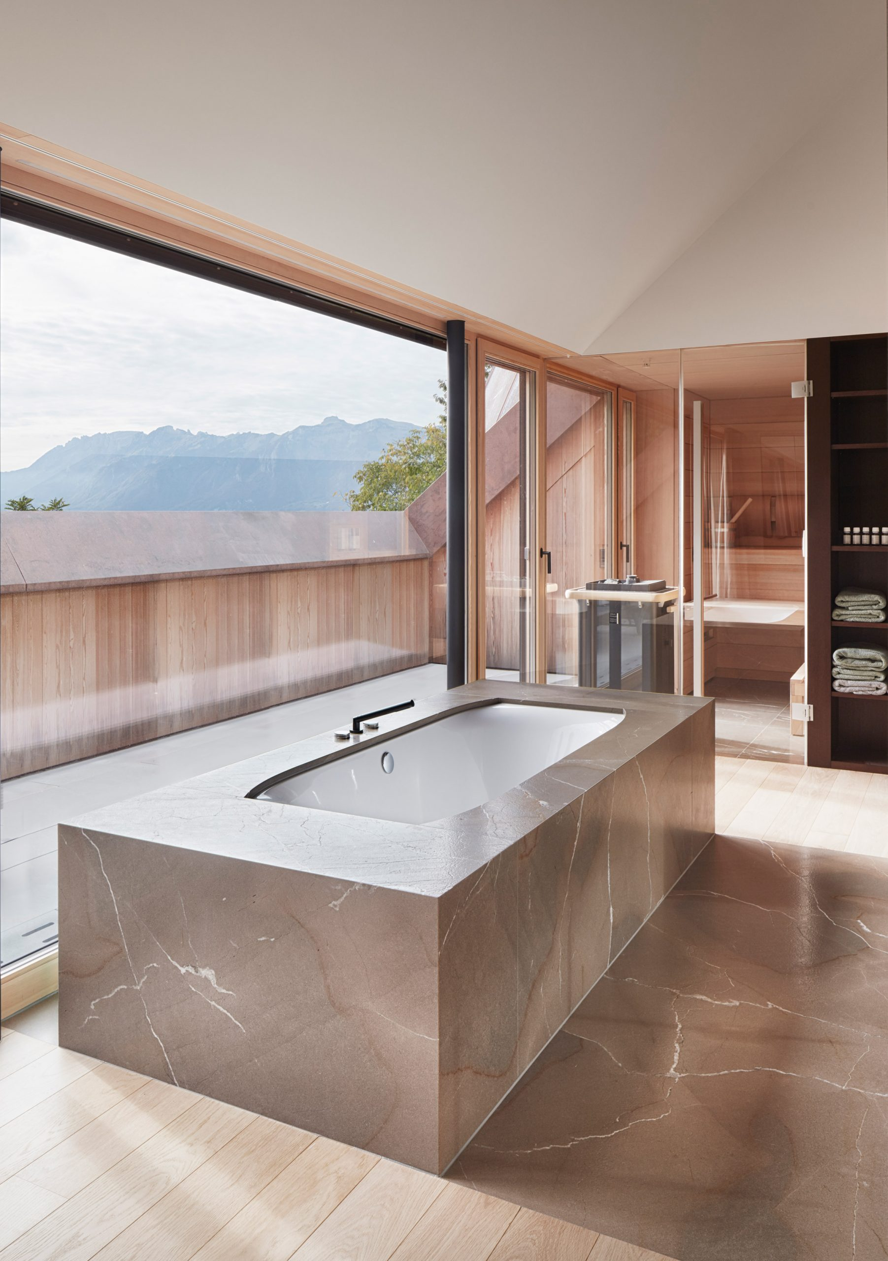 Spa-like bathroom in House with Three Eyes by Innauer-Matt Architekten