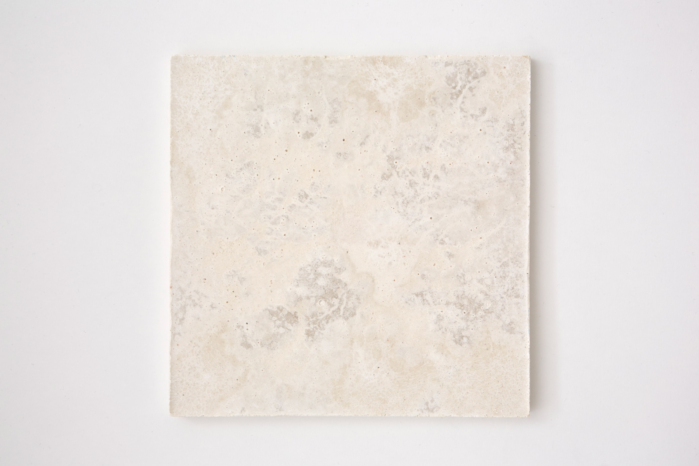 White marbled tile made from bio-concrete by Irene Roca Moracia and Brigitte Kock