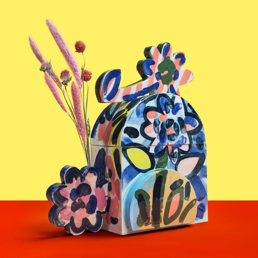 Cremation urn with colourful flowers