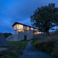 "WT Architecture creates ""self-consciously picturesque house"" overlooking Scottish loch"