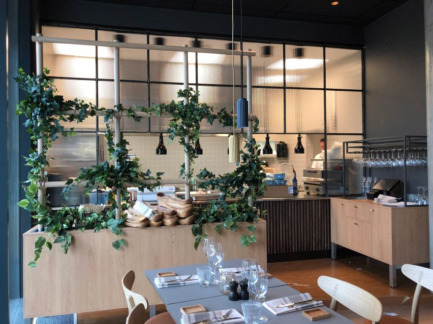 Steel and metal screens in a cafe
