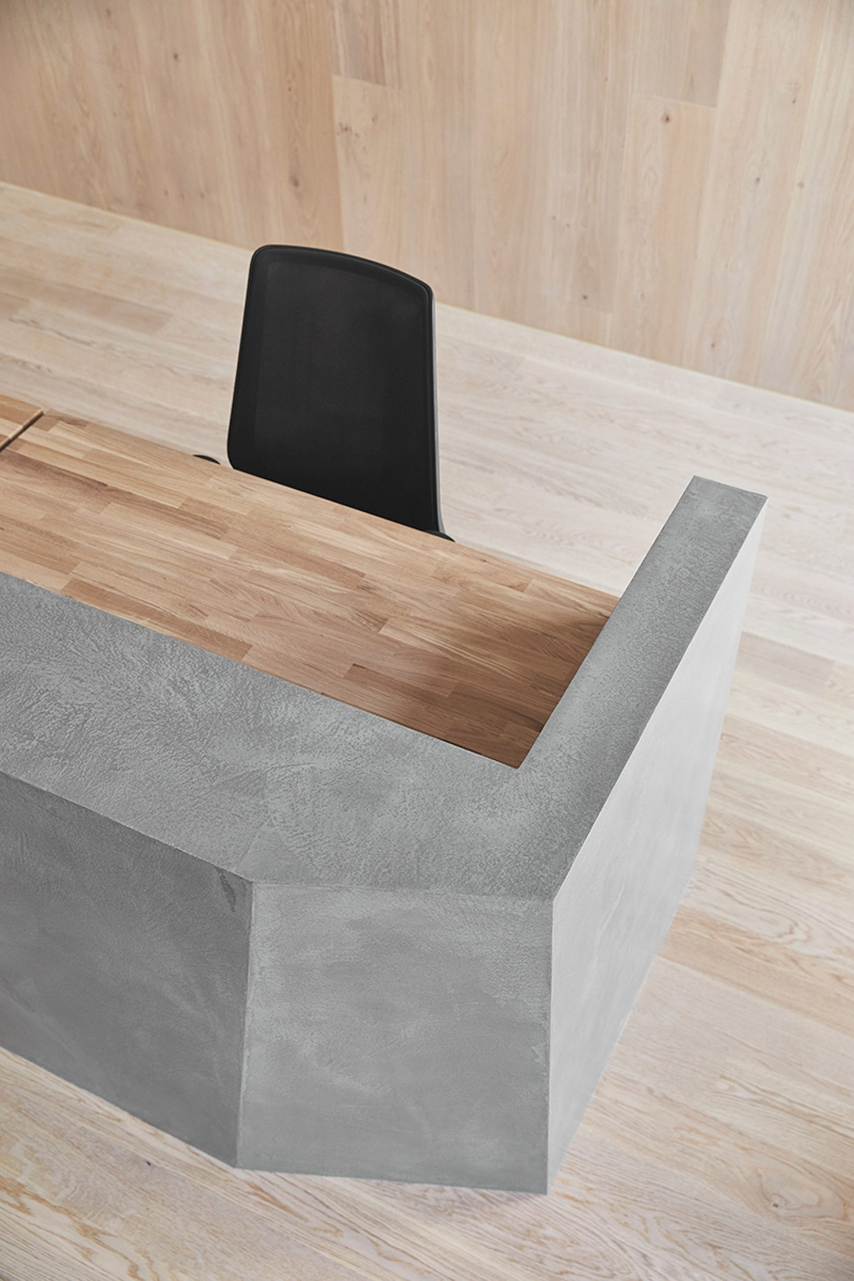 Microtopping surface by Ideal Work used on a desk partition