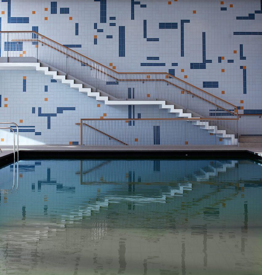 Tiled wall in Stuttgart swimming pool