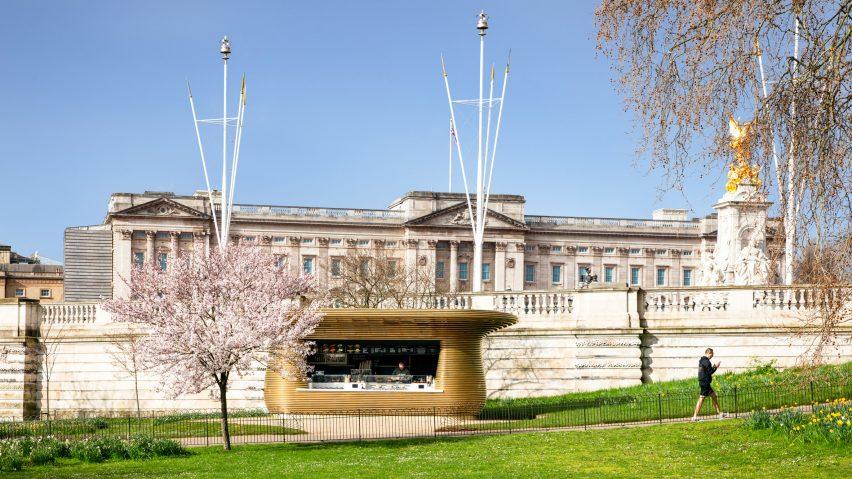 Coffee stand near Buckingham Palace by Mizzi Studio