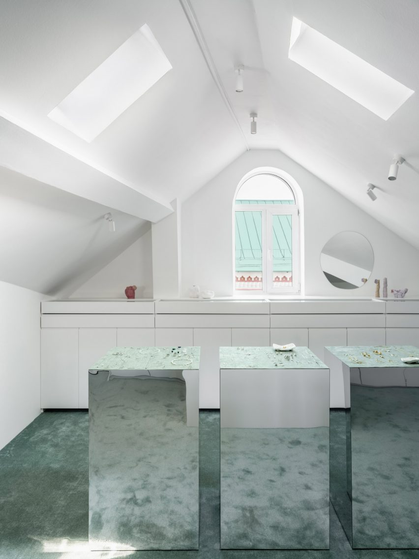 Moscow attic jewellery showroom by Elena Lokastova