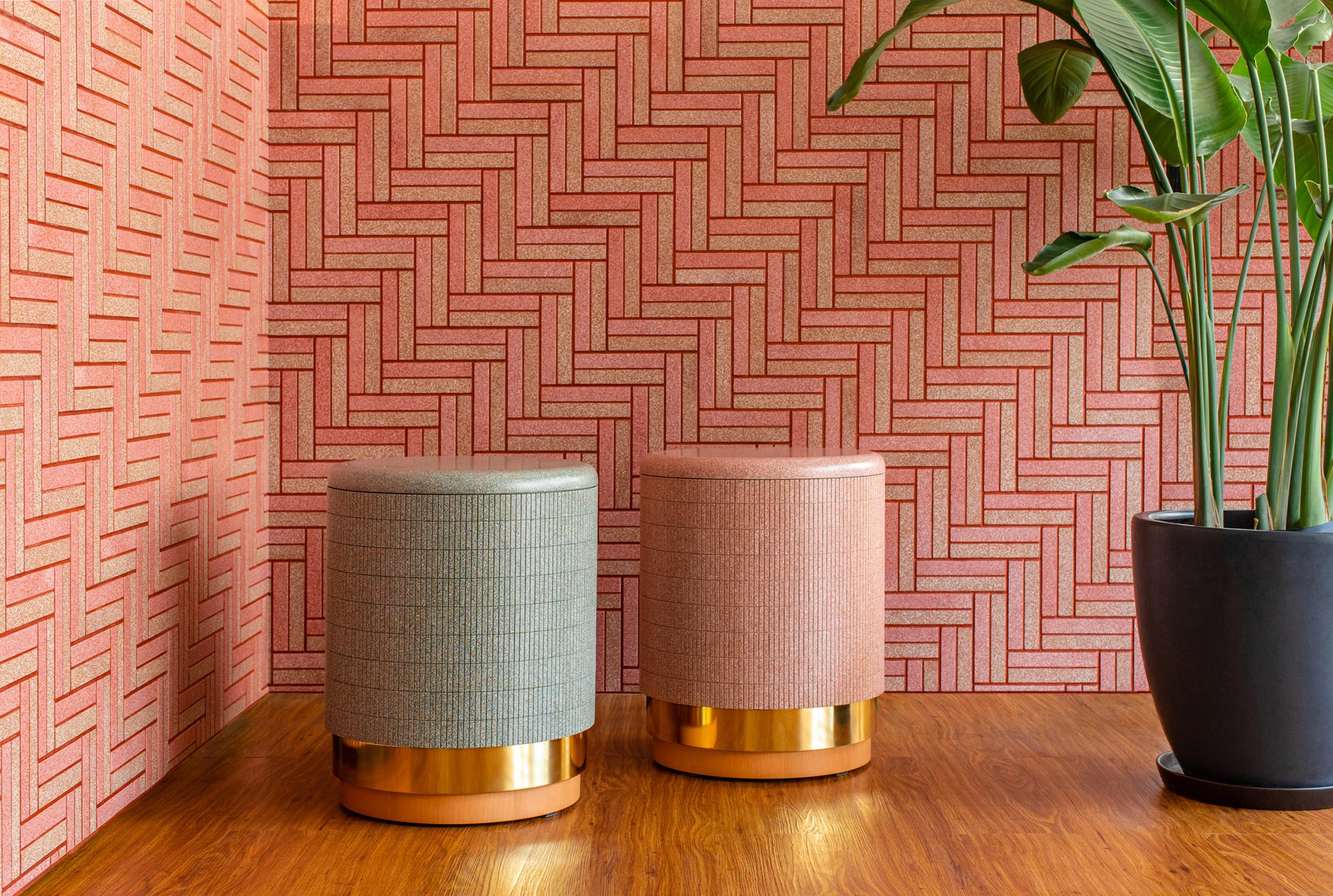 CArrelé tiles in pink