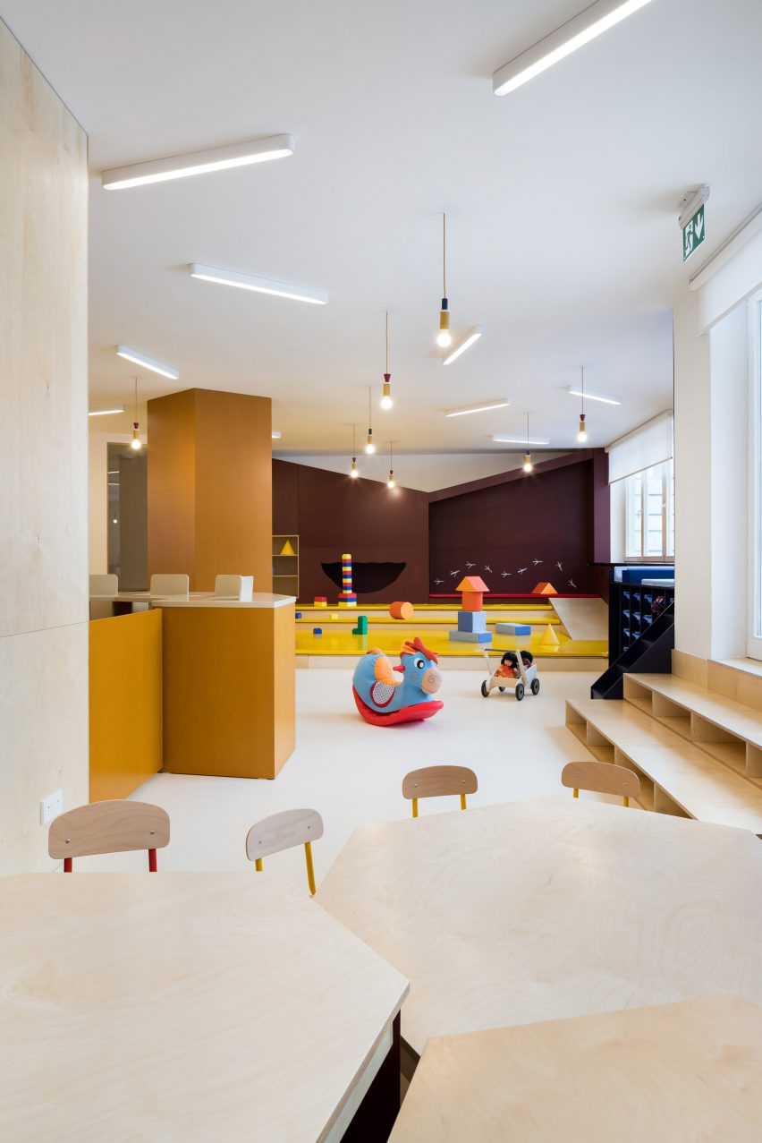 Stepped play area with nook in the wall in Malvína Day Nursery