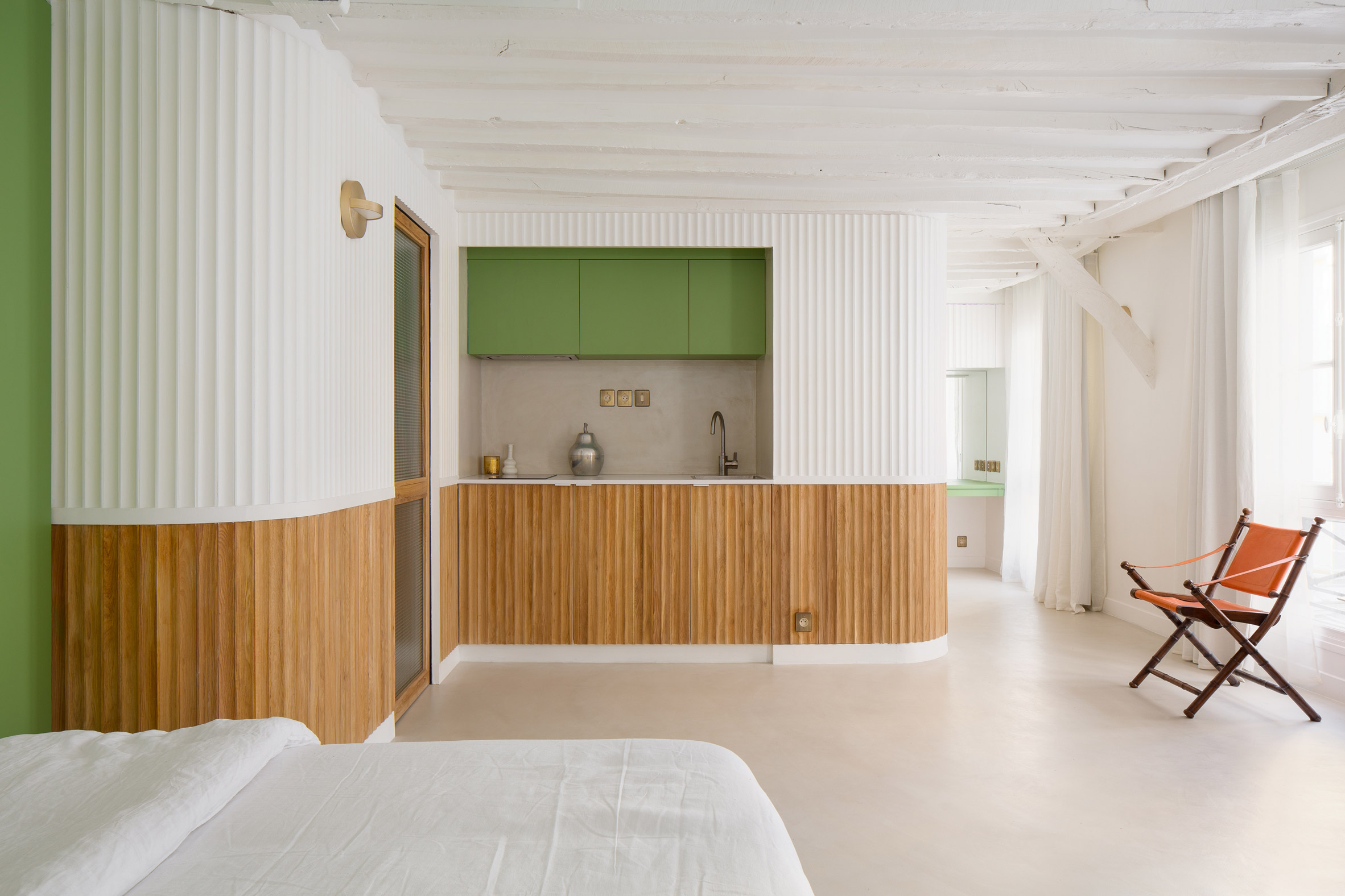 It has a kitchenette built into the partition wall by Pierre-Louis Gerlier Architecte