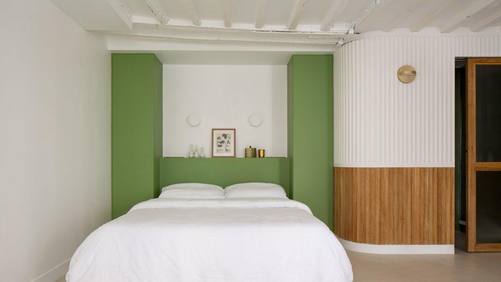 Pierre-Louis Gerlier Architecte gives Paris apartment hotel-like aesthetic