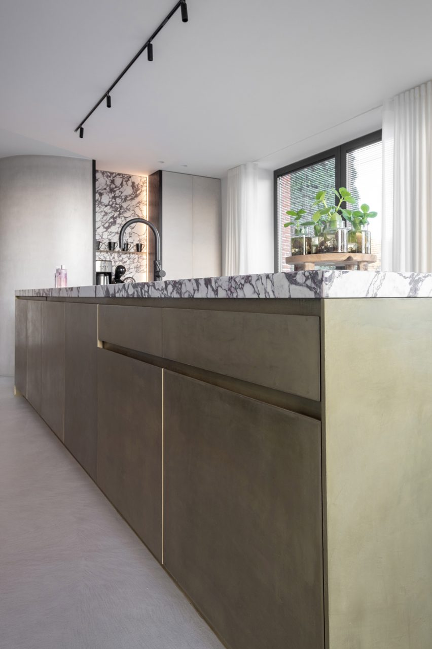 Purometallo coating by Ideal Work on a kitchen island