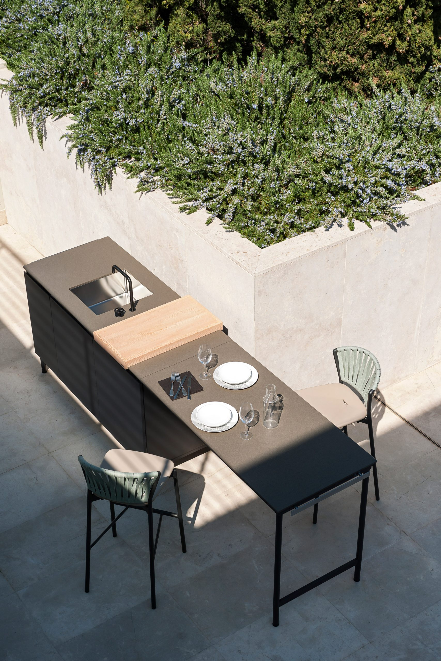 Norma outdoor kitchen with extendable table area