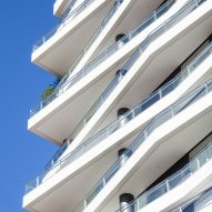 Shifted balconies wrap São Paulo housing block