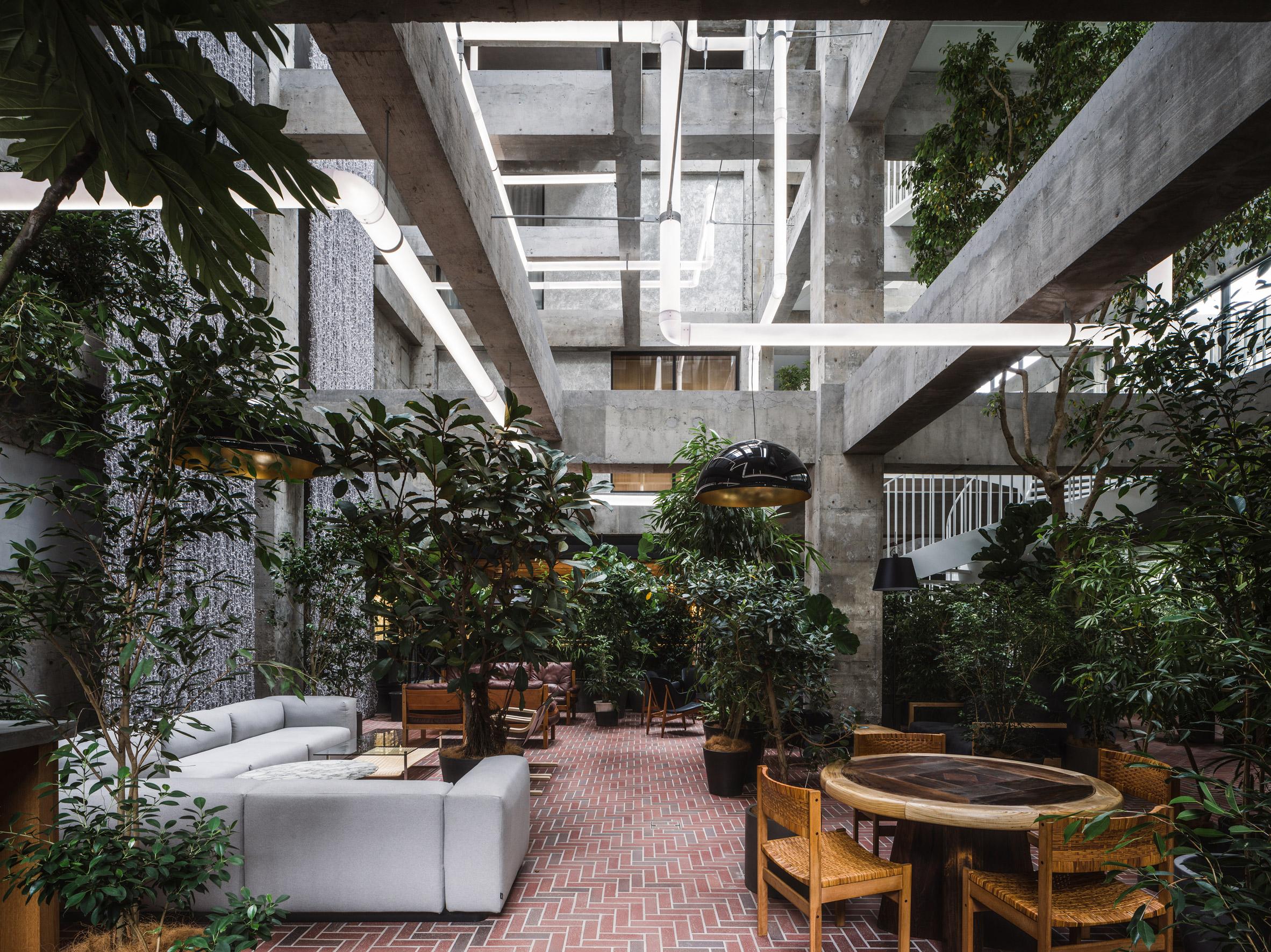Shiroiya Hotel atrium