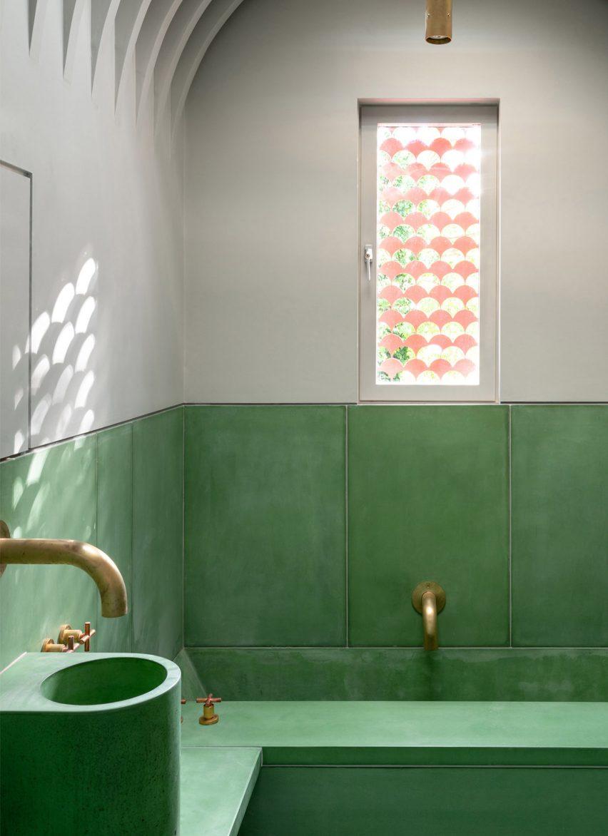 green tiled bathroom by Studio Ben Allen