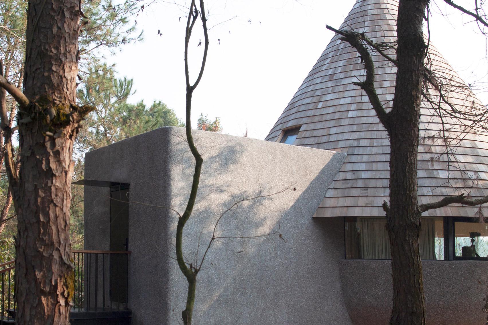 A granolithic concrete facade