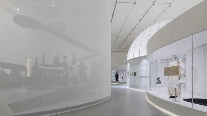 The main free flowing space of the exhibtion