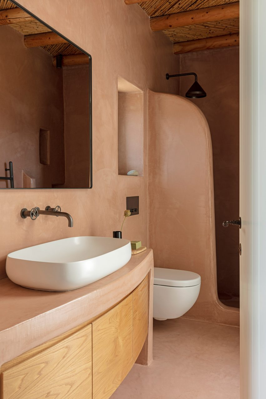 Bathroom in Xerolithi house by Sinas Architects