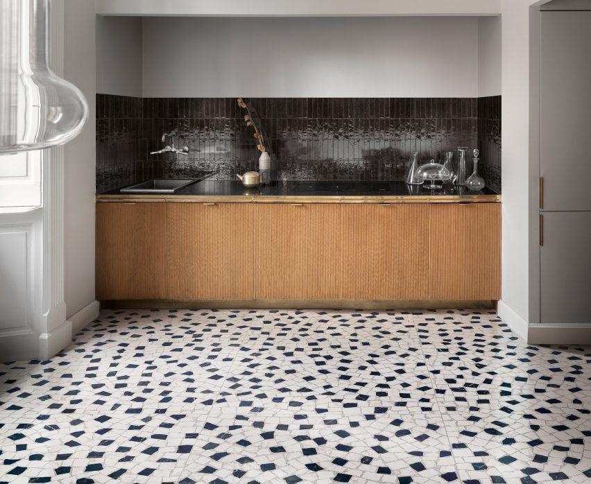 Kitchen with black rectangular tiles on the splashback
