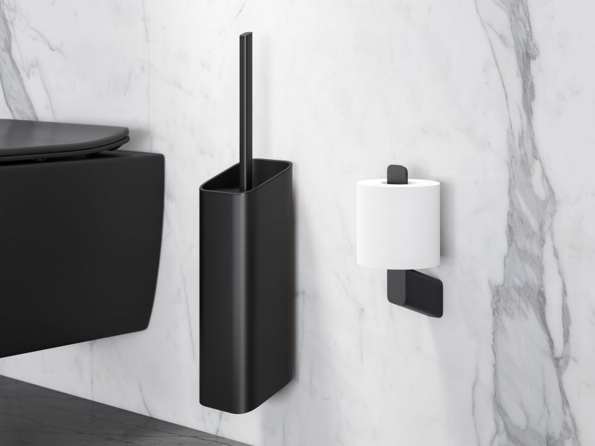 Single toilet roll holder with matching black accessories