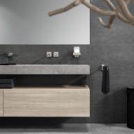 Dark bathroom with Geesa Shift accessories