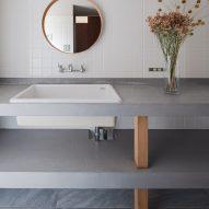 Minimal bathroom with round mirror