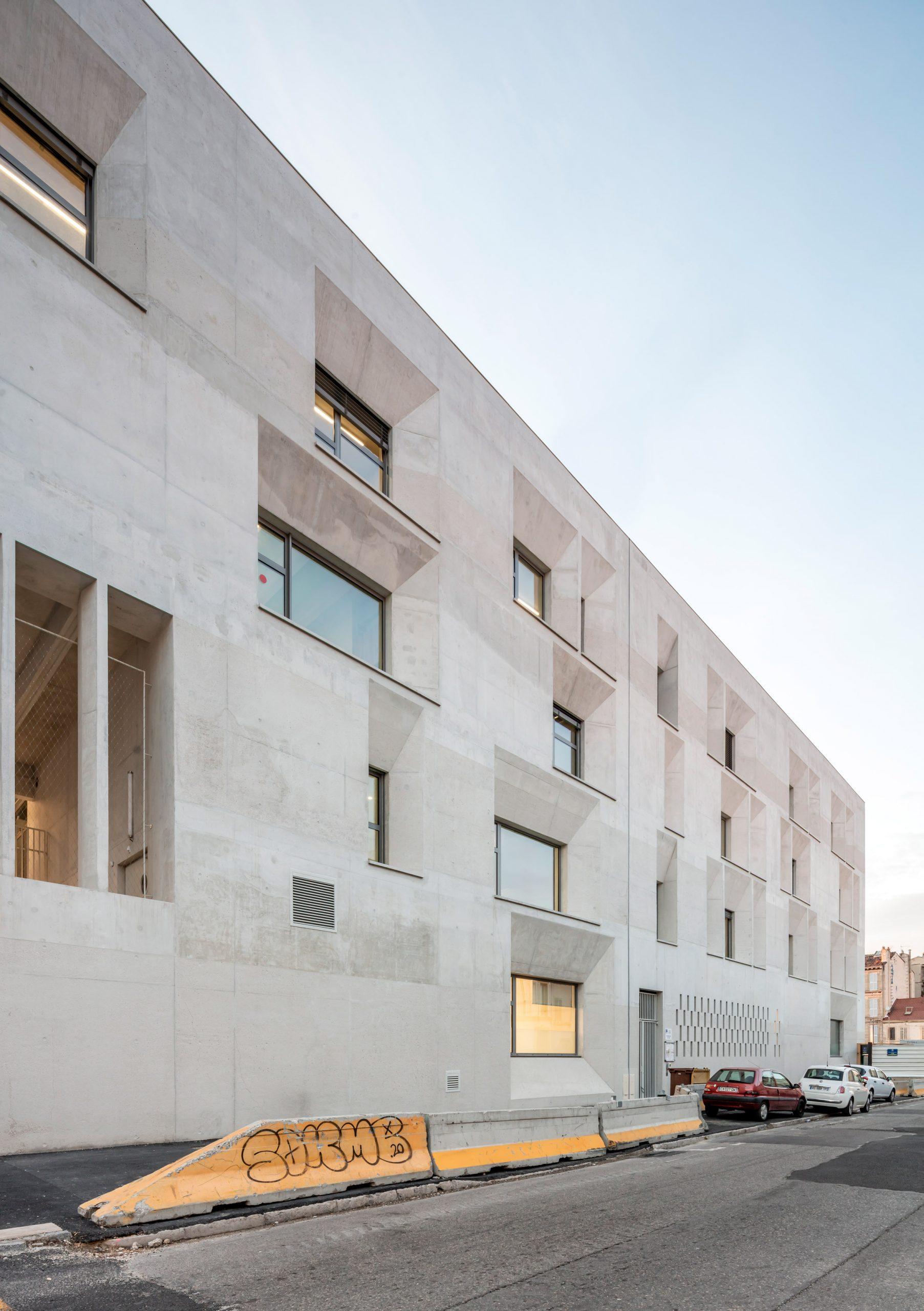 Windows were scattered across the facade of the Antoine de Ruffi School