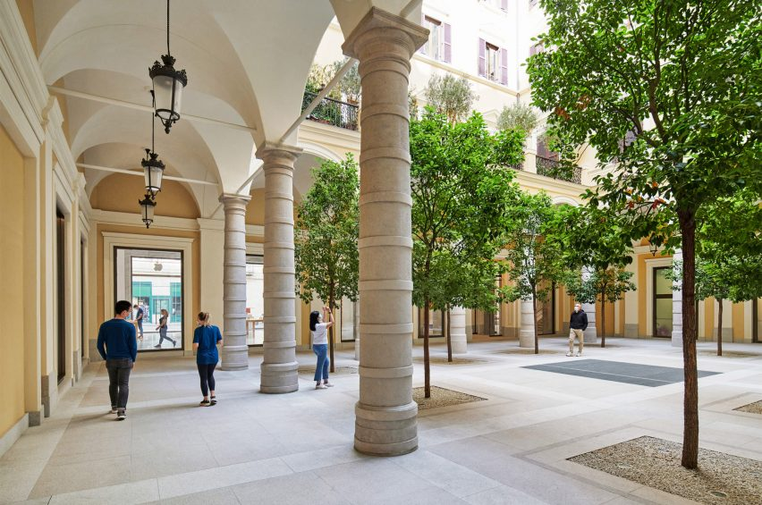 The courtyard of the Apple Via del Corso contains local trees