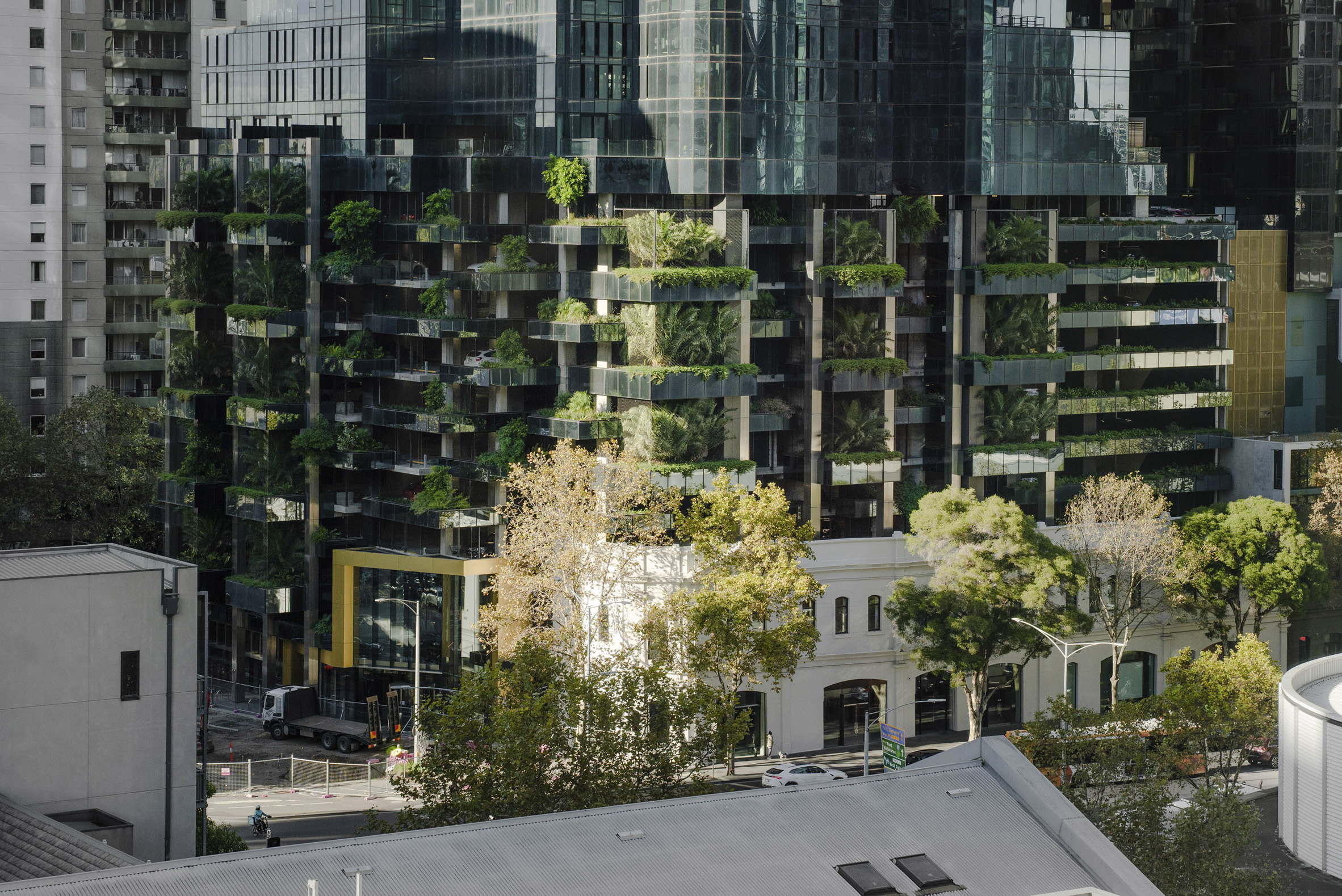 It has a stacked green envelope on its ground level by Fender Katsalidis