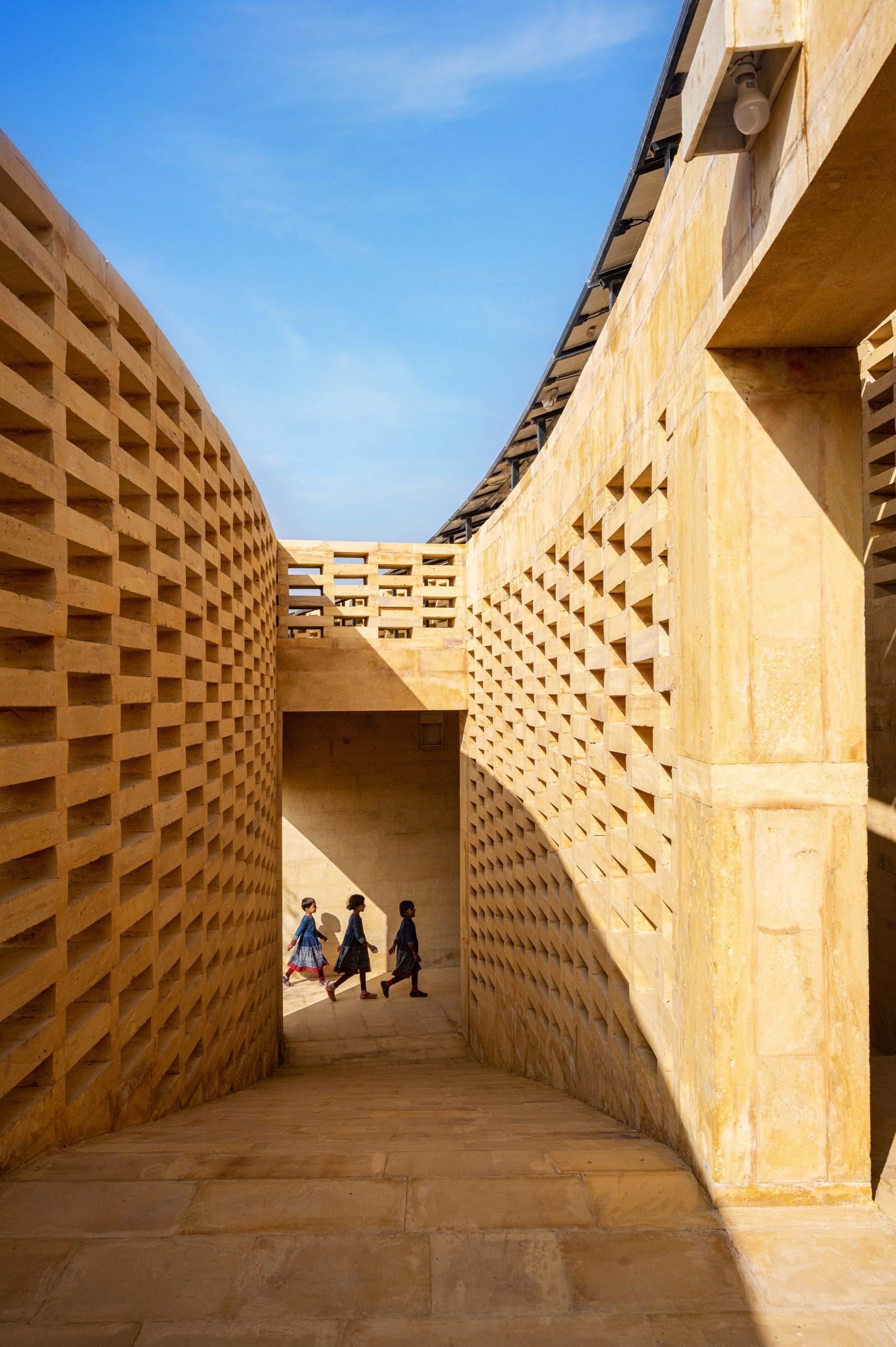 The brick has an ornamental organisation by Diana Kellogg Architects