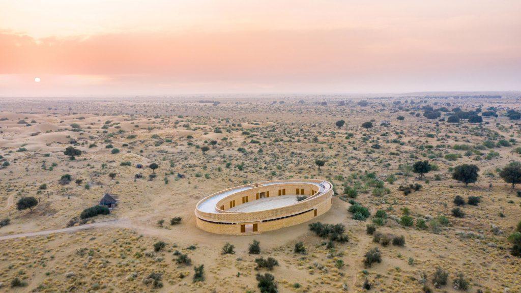 Diana Kellogg Architects creates oval-shaped school in India's Thar Desert