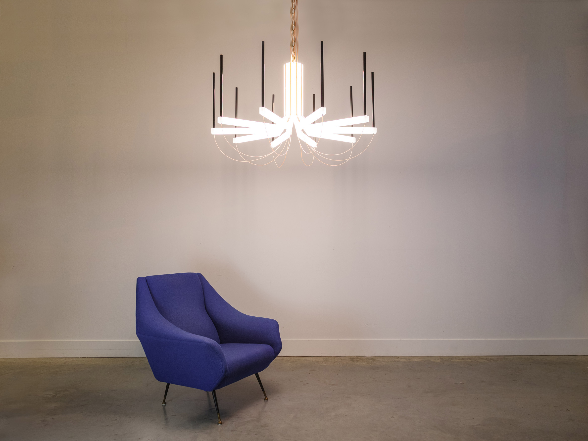 Dis/Connect is a smart chandelier
