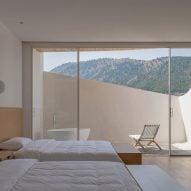 Two beds are located under the mountain range
